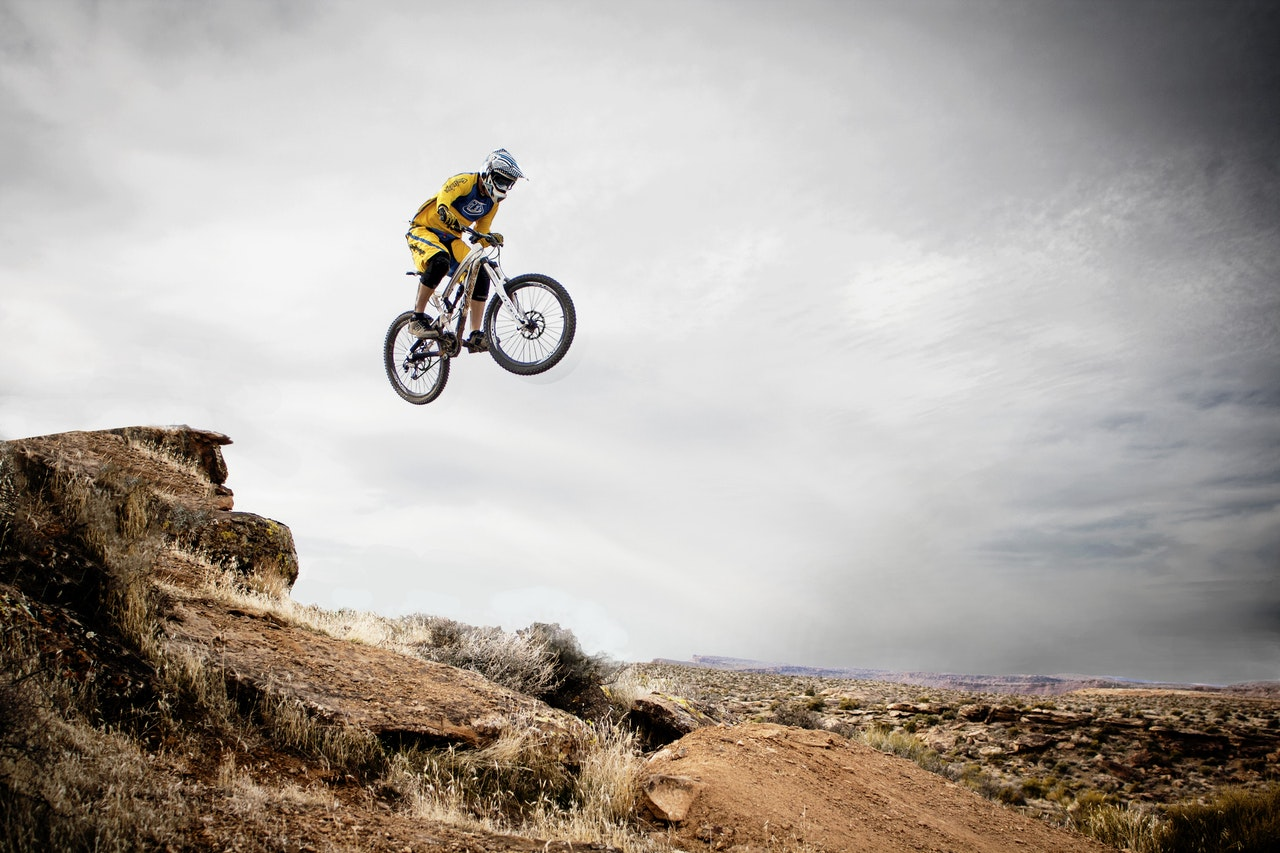 Fahrrad und Akrobatik